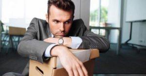 Соискатель вынужден уволиться, поскольку он не может нигде работать долго.